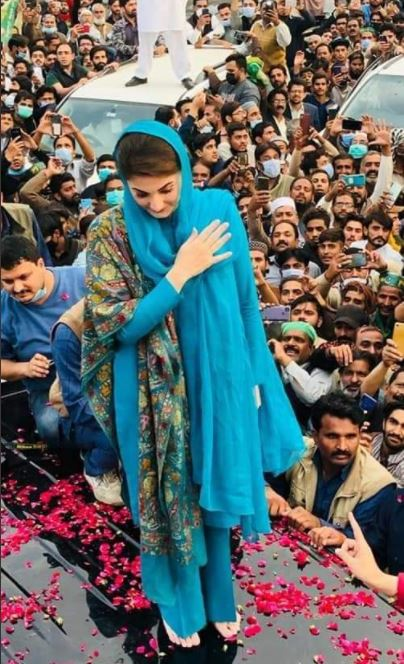 Pakistan's opposition parties ignore lockdown measures in attempt to regain power