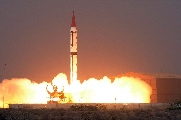 Pakistan Tests Nuclear Capable Missile